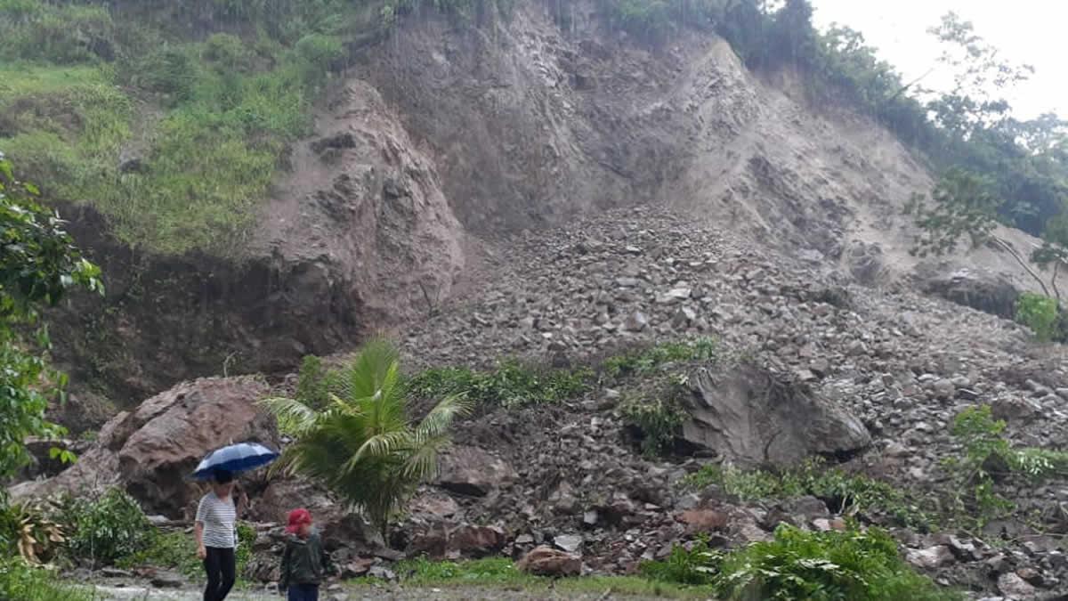 Fuertes lluvias provocan derrumbes en el cerro de El Rama