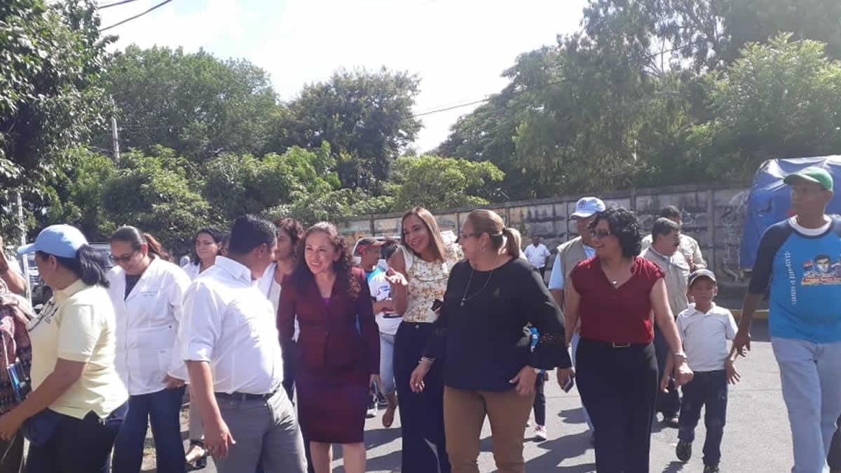 Hondureños acompañan a los brigadistas del MINSA al barrio Selim Shible