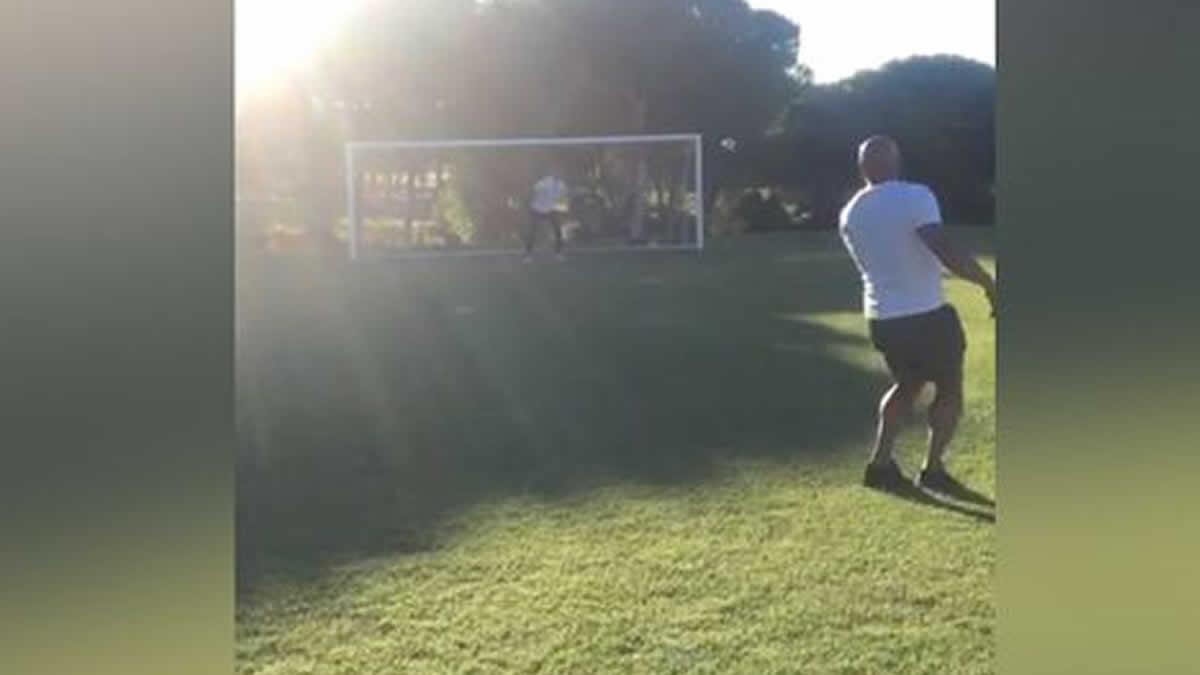 Roberto Carlos repite el golazo que rompió las leyes de la física