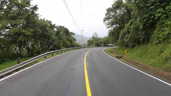 construcción carretera rosita sasha