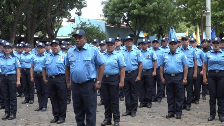 León asciende en grados a oficiales de la Policía Nacional