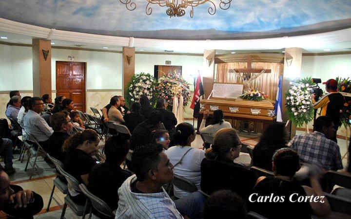 """Familiares y artistas nicaragüenses presentes en la vela de """"La Chola"""""""