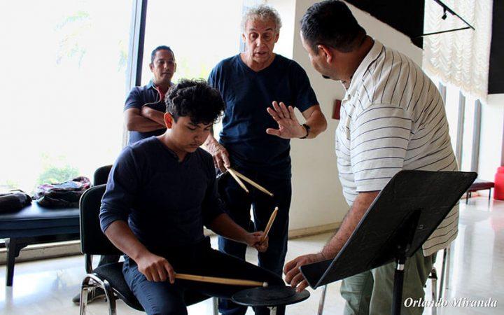 Cubanos capacitan a instructores de orquestas estudiantiles de Nicaragua