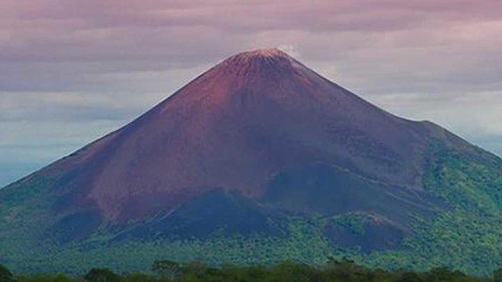 INETER informa sobre emisión de gases en el Volcán Momotombo