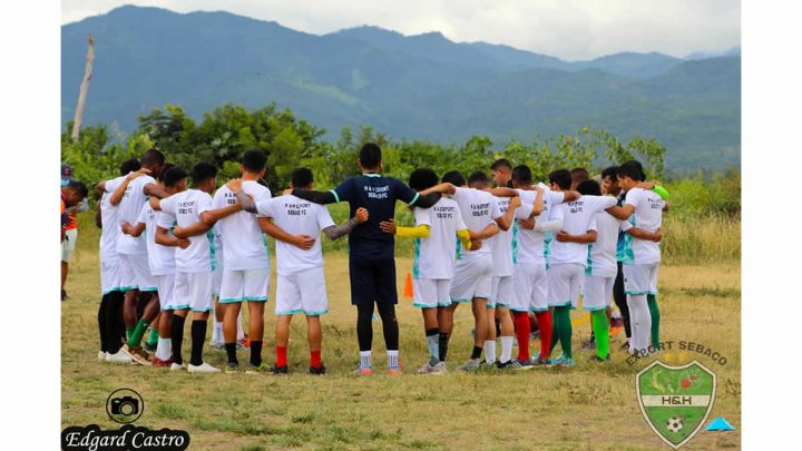 Equipo de fútbol de Sébaco entrenando