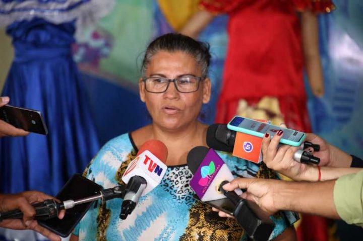 Colorida presentación de trajes típicos de Nicaragua en el Parque de Ferias