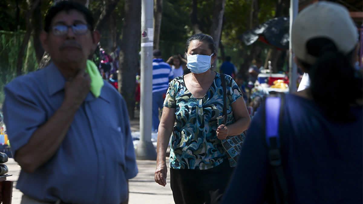 Persona con mascarilla en Nicaragua.