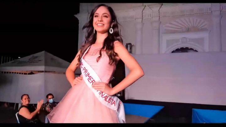 Finalista de Miss Teen 2020 en la pasarela de moda de San Marcos.