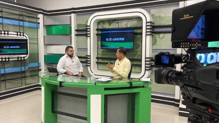 Ministro del MTI, Oscar Mojica y Roberto Zuñiga en programa 15 minutos.
