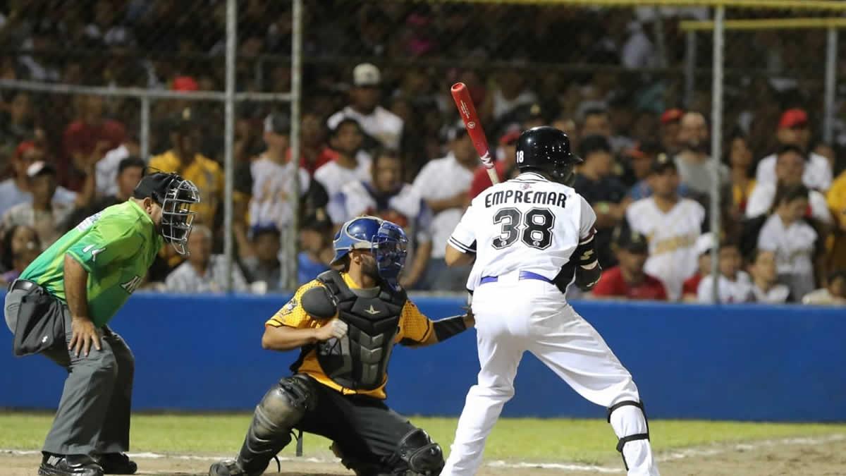 Tigres de Chinandega en el encuentro de la final de la Liga de Béisbol Profesional Nacional (LBPN) 2019 - 2020 en Nicaragua.